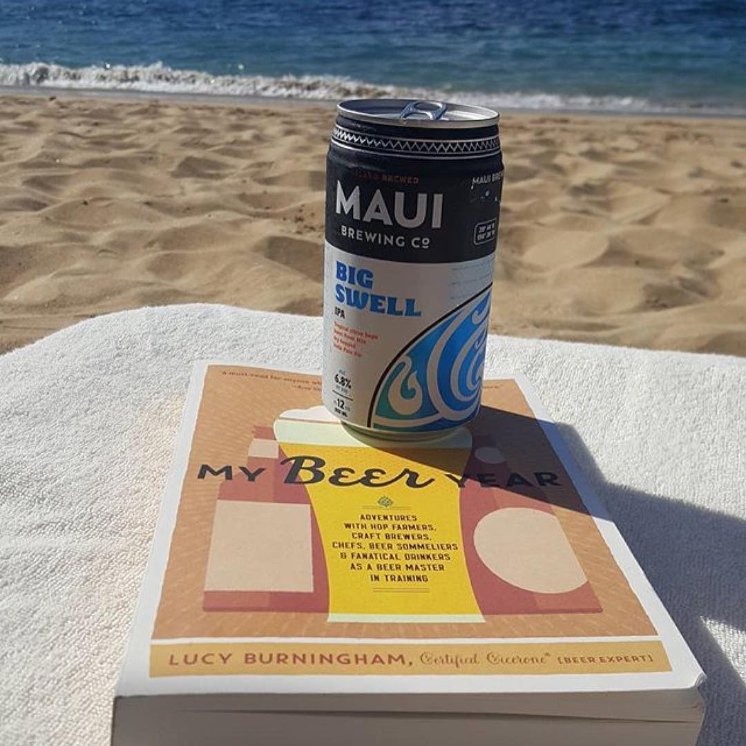 This pairing, ftw. Thanks for the virtual postcard @pamelamo! ・・・ Hey @lucyburningham, turns out that #mybeeryear is an excellent beach read, especially enjoyed with a cold, local IPA. #mauibrewingco #manelebay #beerfan