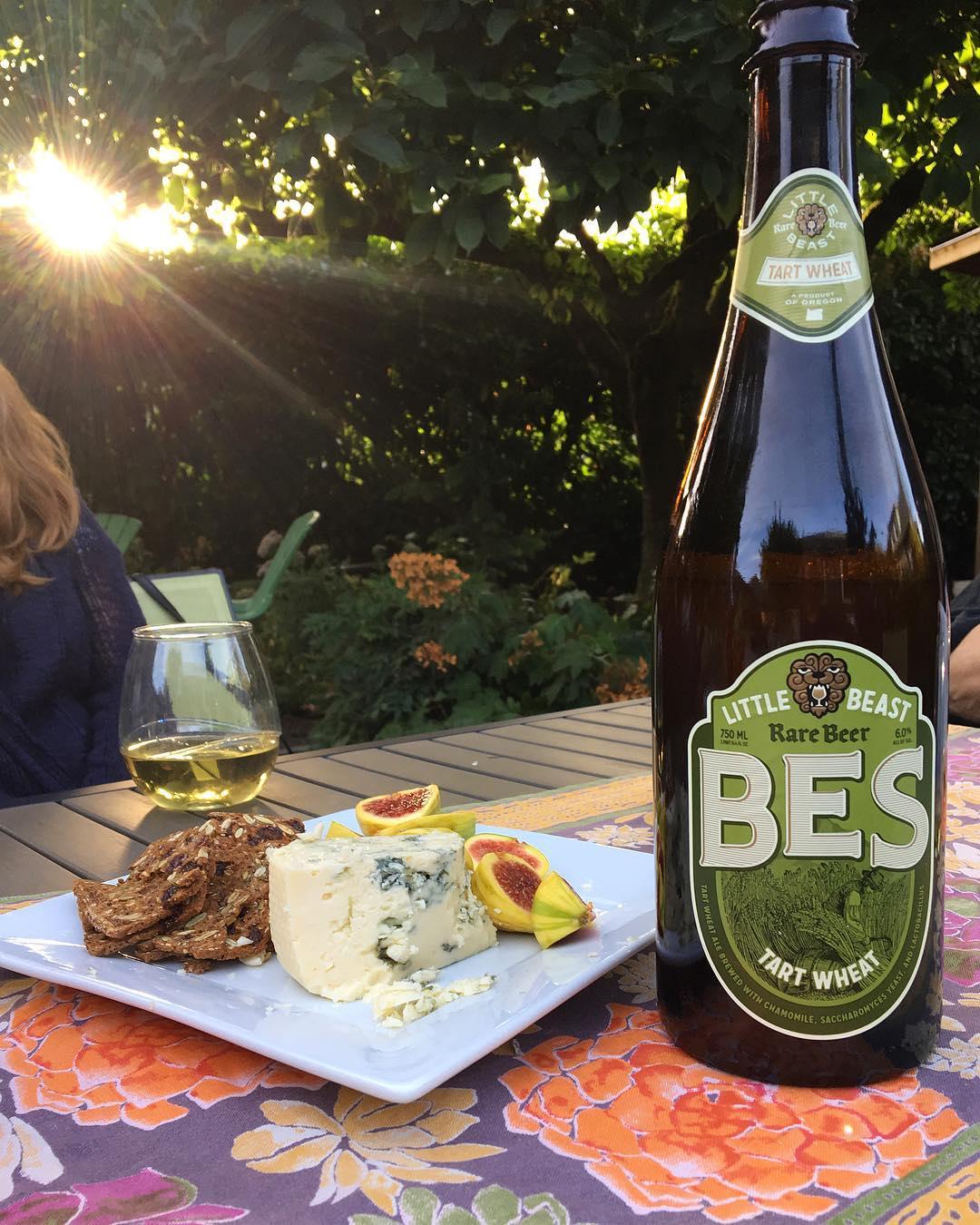Golden hour with wonderful women, regal dogs, delicious food, and as if that weren't enough, this beer.✨#craftbeer #beer #instabeer #beerstagram #oregonbeer #littlebeast #wheatbeer #cicerone #mybeeryear