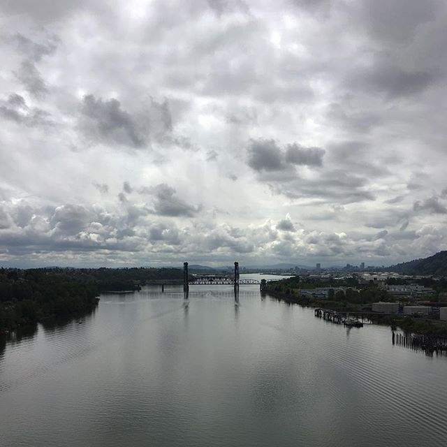 Portland, you're so moody broody unpredictable, and I love that about you.💞 Not pictured: the Technicolor blossoms and flowers that are everywhere right now.